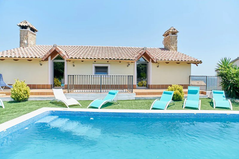 Amazing villa with swimming-pool, vacation rental in Subirats