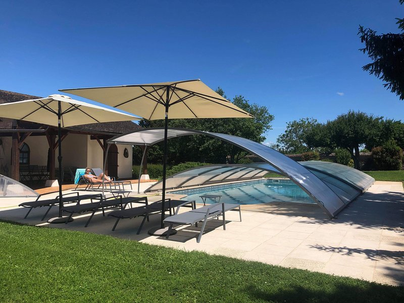 Amazing house with pool access, holiday rental in Saint-Martin-en-Bresse