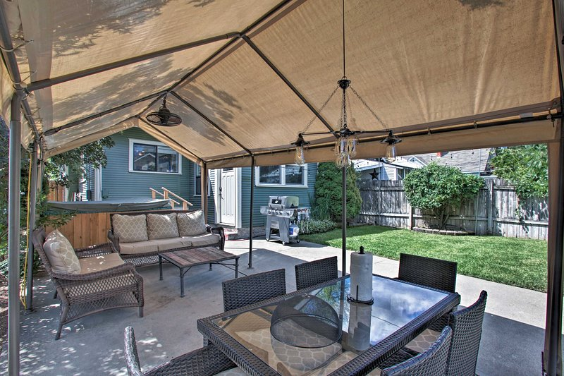 Unwind on the outside covered patio and enjoy the Washington weather.