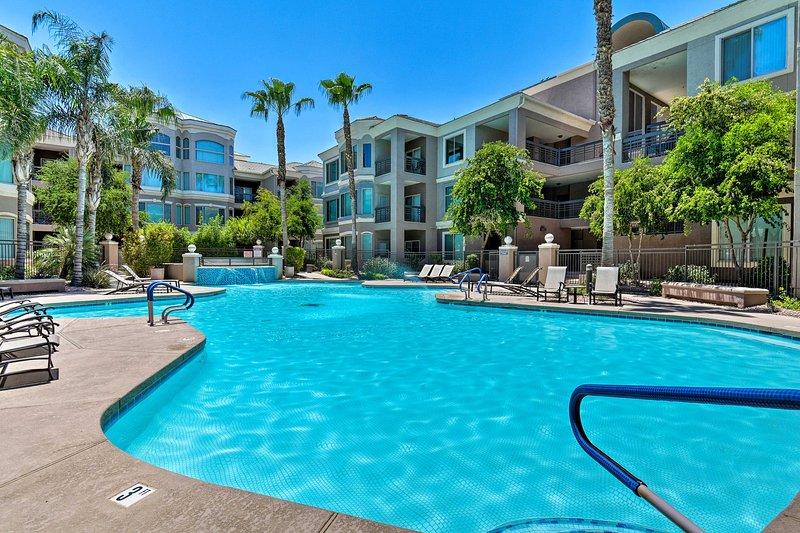 Tempe Getaway w/ Luxe Amenities, Walkable Location, holiday rental in Tempe