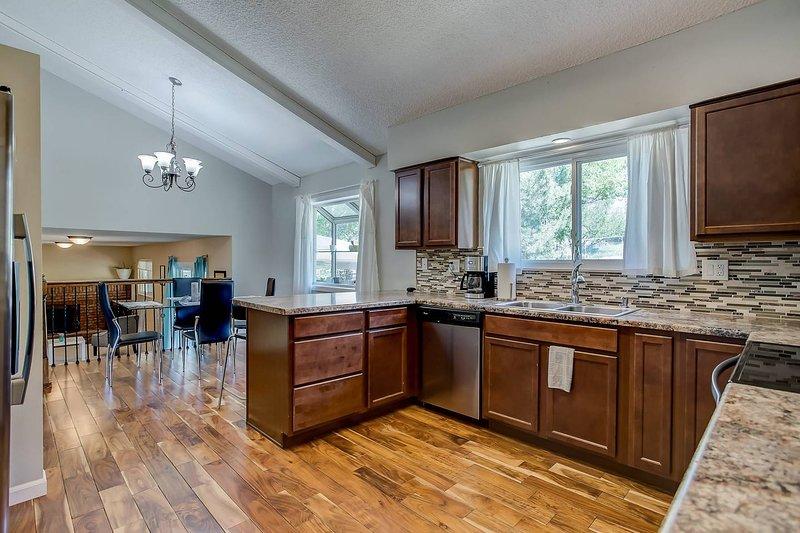 'Wonderful' Spacious 4BR Colorado Springs House, holiday rental in Cimarron Hills