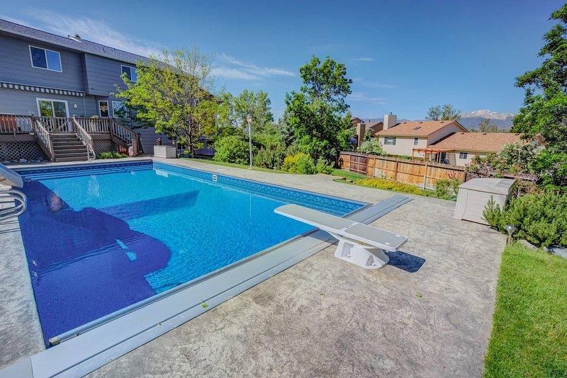 NEW 6BR w/ Pool & Water Slide, Hot Tub, Peak View, vacation rental in Black Forest