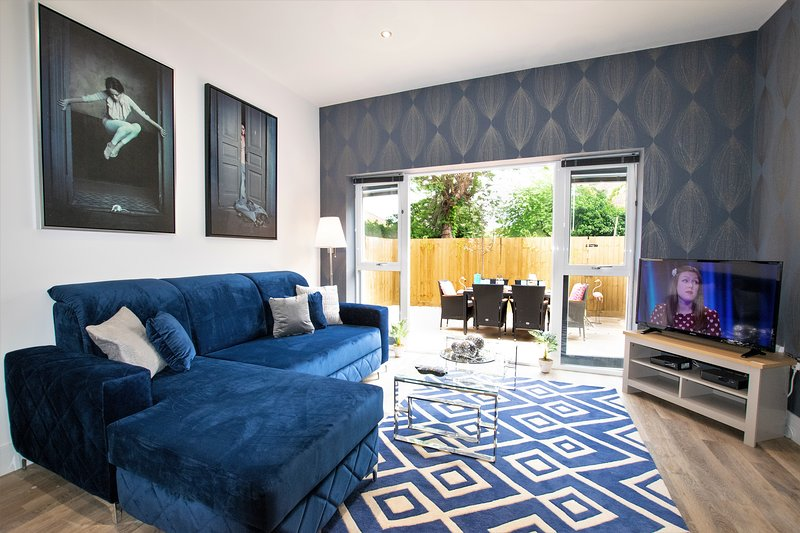 Rowan Tree - Your Apartment, holiday rental in Cribbs Causeway