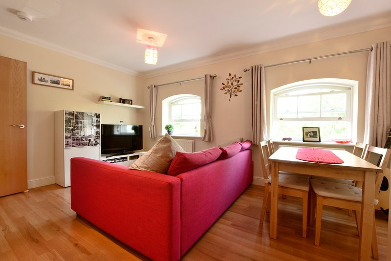 Nunnery Fields - cosy, modern flat with parking, holiday rental in Chartham