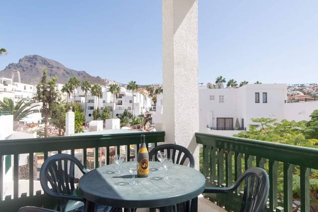 Costa Adeje Spacious 2 Bed Apartment Sunset Bay, vacation rental in Playa de Fanabe