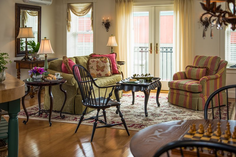 Downtown suite w/fireplace, balcony, garden patio & distant views of Belfast Bay, holiday rental in Brooks