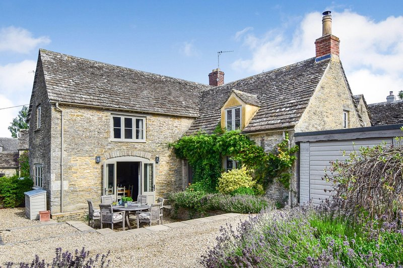 Beehive Cottage, Poulton, Cotswolds - Sleeps 6, Poulton, Real Fire, Cotswolds, vacation rental in Ablington