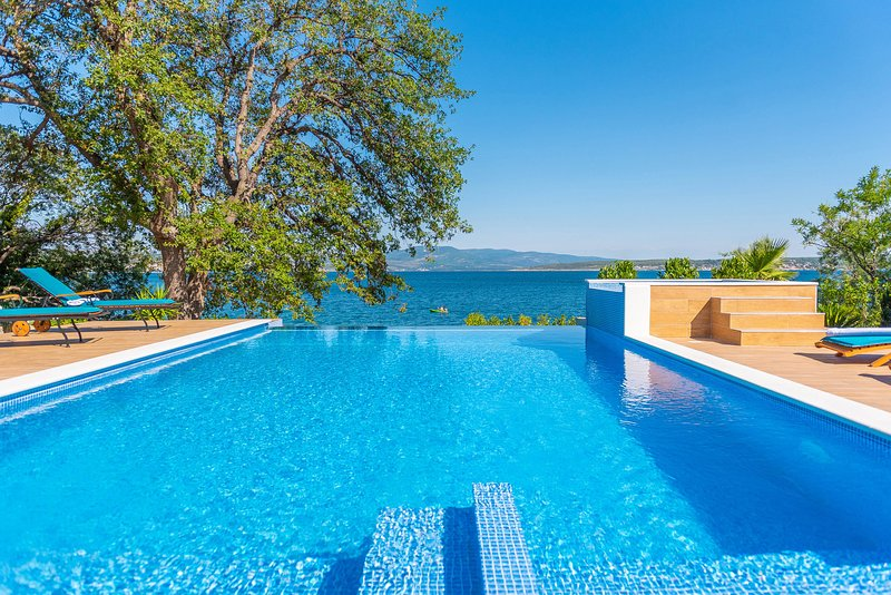 Beautiful Villa Pomona, in Dalmatia, with a Pool, location de vacances à Posedarje