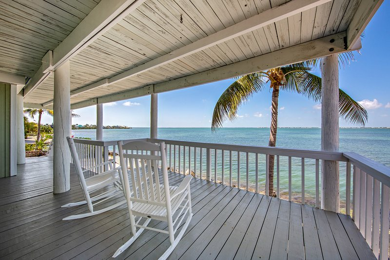 New listing! Incredible oceanfront home on large lot w/bar, dock & amazing views, vacation rental in Summerland Key