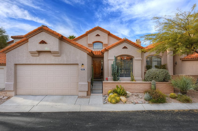 Gated Tucson Foothill home w/ shared pool, hot tub, & patio, holiday rental in Catalina Foothills