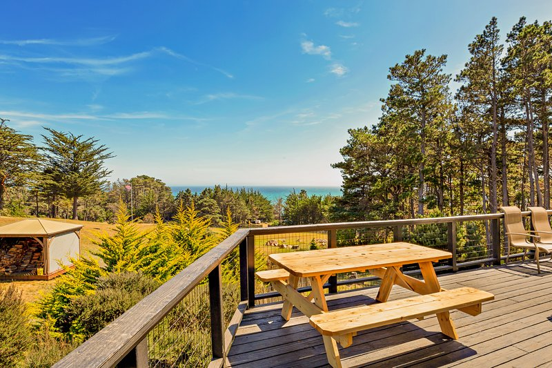 New listing! Ocean view home on 2.5 acres w/ private hot tub, deck & 2 kitchens, holiday rental in Anchor Bay