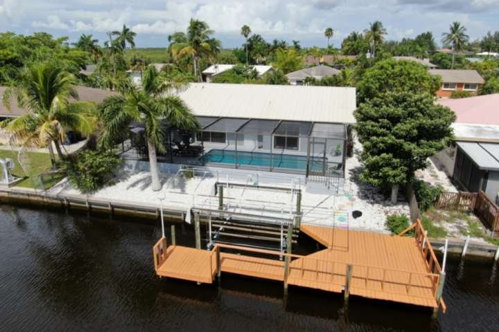 Enjoy Your Own Private Waterfront Home in Matlacha Isles! Heated Pool, Gulf Acce, holiday rental in Matlacha