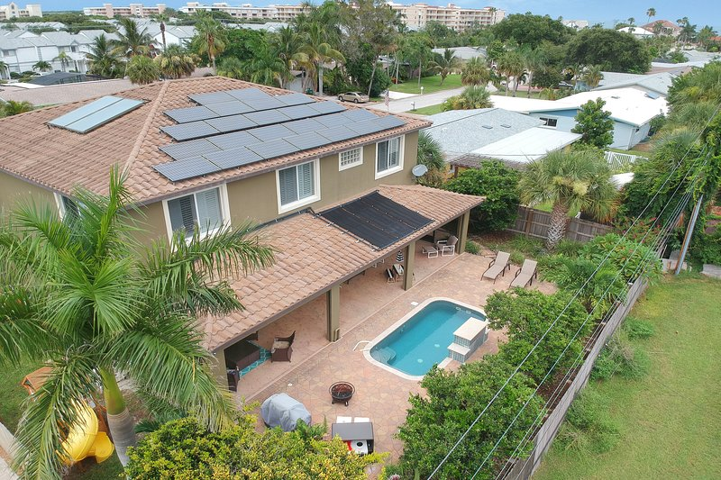 Luxury home with private pool, amenities galore & just minutes to the beach!, vacation rental in Port Canaveral