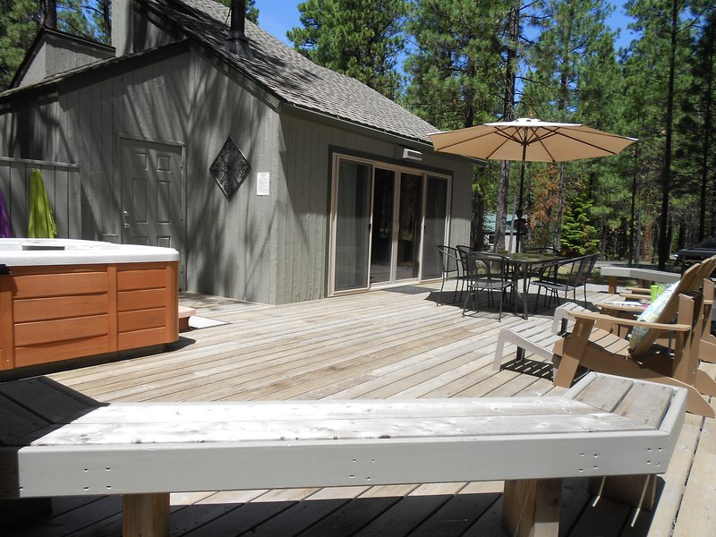 Owner Managed & Shows! Updated throughout! Years of Happy Guests! 3 bed/1 bath, holiday rental in Central Oregon