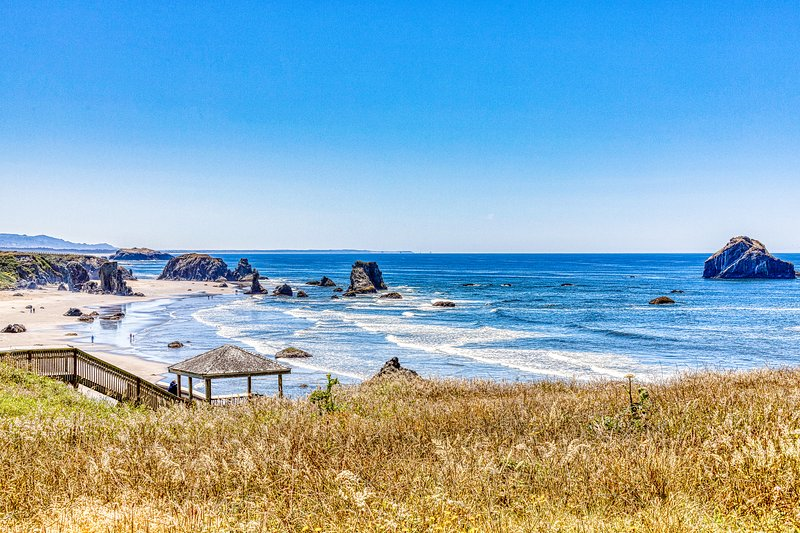 Dog-friendly cottage on the bluff with unobstructed ocean views, location de vacances à Langlois