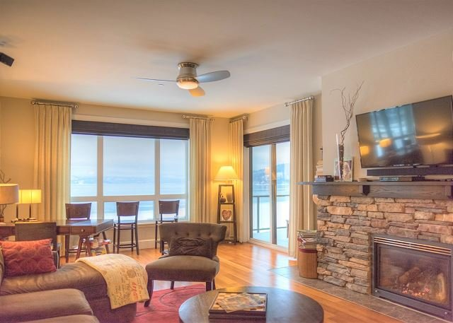 Seasons at Sandpoint - Modern Lakefront Condo on Top Floor - Best Views, vacation rental in Kootenai
