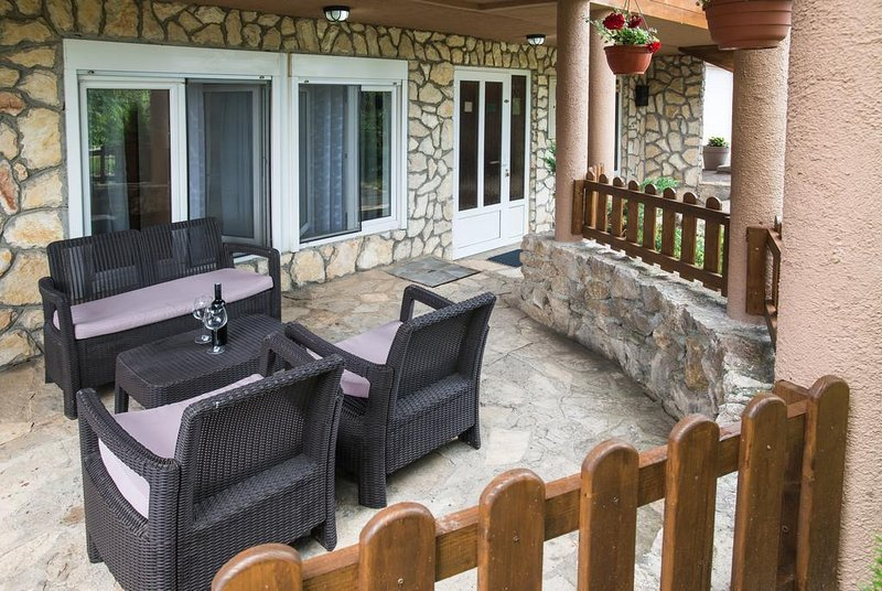 Drage Apartment Sleeps 3 with Pool and Air Con - 5810508, location de vacances à Ostarski Stanovi