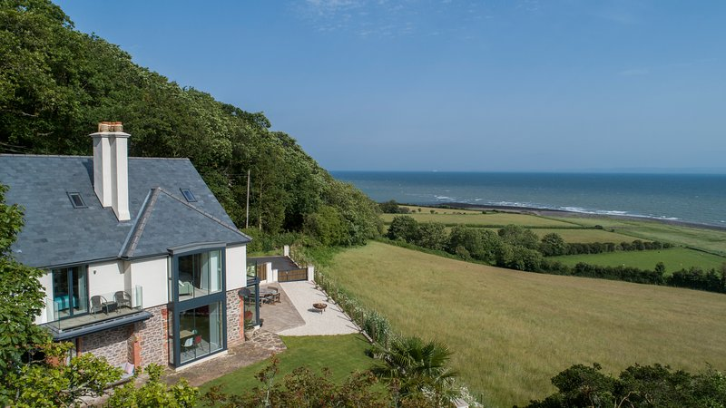 Stunning coastal home with panoramic sea views in Porlock Weir - 6 bed / 6 bath, vacation rental in Exmoor National Park