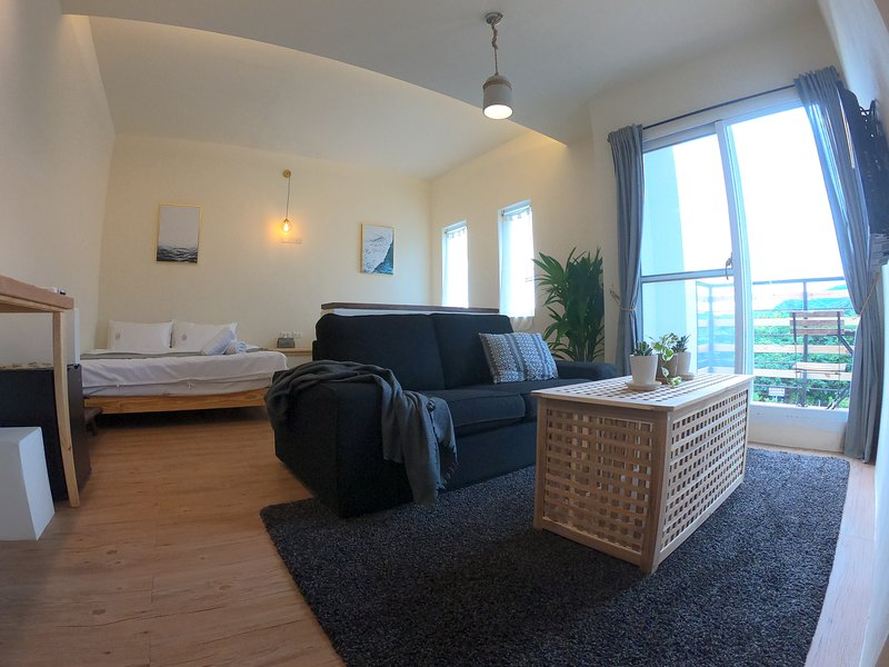 WE24 - E1 Mountain Room with Balcony, holiday rental in Hengchun