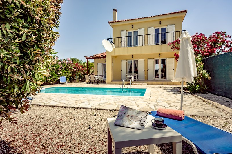 Villa Apollo - beautiful 3 bedroom property sleeps 6 with private swimming pool, vacation rental in Zakynthos