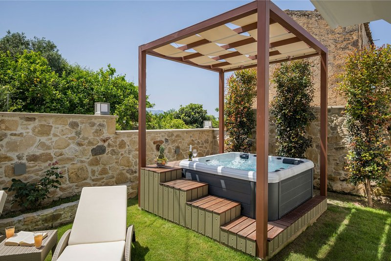 Doro Silver Villa With Private Jacuzzi, Drapanias Chania, holiday rental in Drapanias
