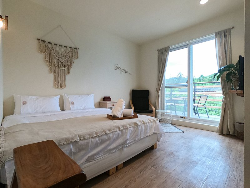 WE24 - E2 Mountain Room Near Kenting Main Street, holiday rental in Hengchun