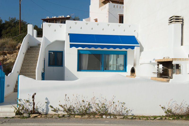 Nice house with sea view & garden, vacation rental in Koutsouras