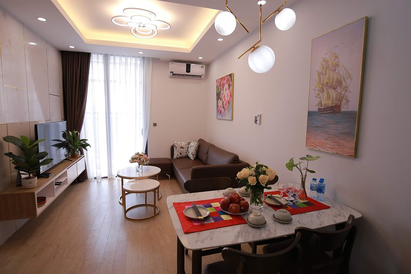 Rosy 5★ Vinhomes Green Bay ♥Luxury♥ 2 Bed Room Apt, holiday rental in Son Tay
