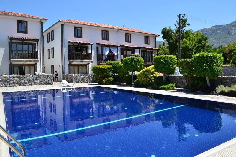 2 bedroom apartment on ground floor with free wifi, location de vacances à Kyrenia