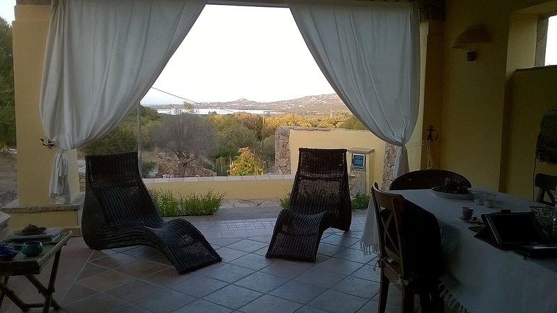 Porto Rotondo a pochi minuti-Villa 'SMERALDA' è un soggiorno ideale dopo il mare, vacation rental in Cugnana