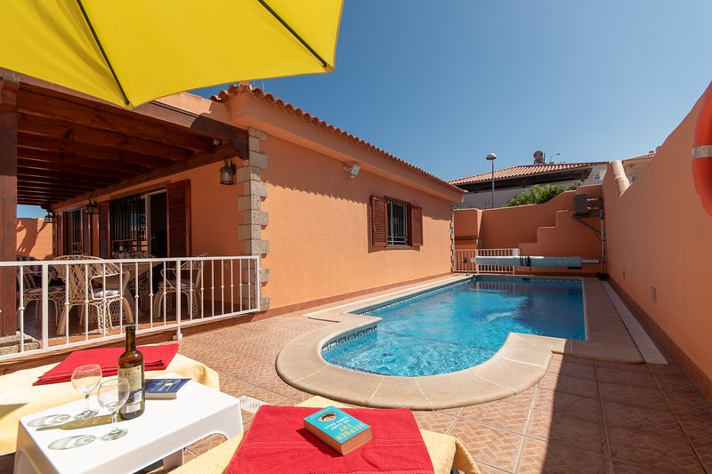 Villa Mia. Beautiful 2 Bedroom Villa. Private Gated Heated Pool. – semesterbostad i Callao Salvaje