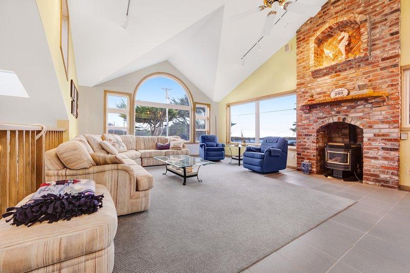 Ocean view home w/ private sauna & jet tub - walk to Beach!, vacation rental in Bodega Bay