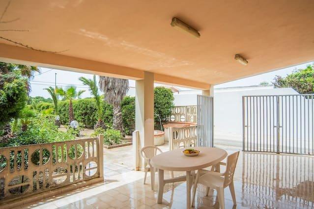 Beautiful house with garden & Wifi, vacation rental in Santa Maria del Focallo