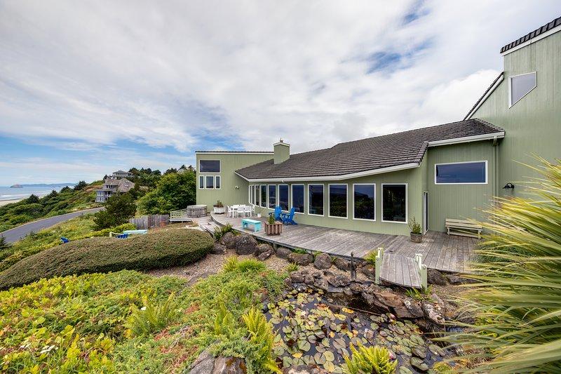 Charming, oceanview house w/private pool table & sauna, location de vacances à Neskowin