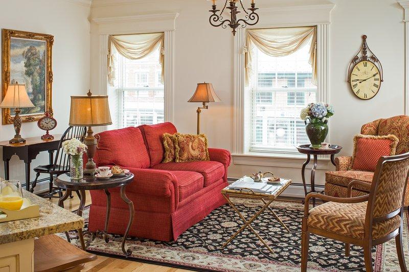 Elegant suite w/ full kitchen, garden patio, private washer/dryer!, holiday rental in Brooks