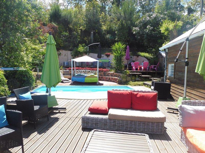 Amazing bungalow with shared pool, location de vacances à Trois Bassins