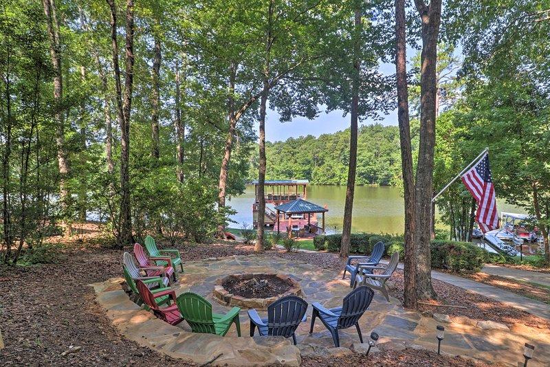Lakefront Jacksons' Gap House w/Deck, Dock & Views, location de vacances à Alexander City