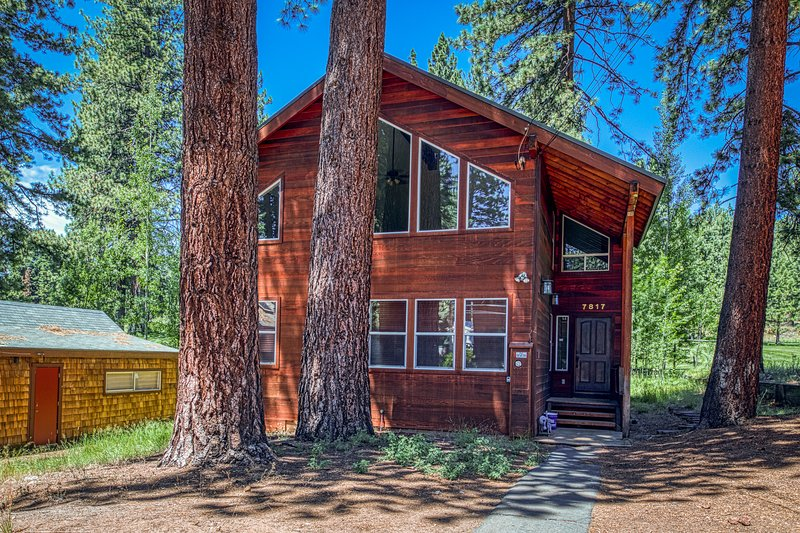 Golf course home w/ private hot tub & two decks - walk to Kings Beach. Dogs OK! Chalet in Northstar