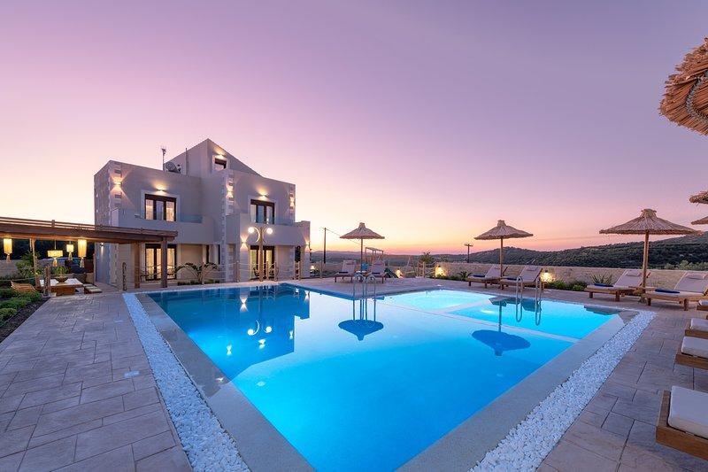 Ivoni Villa, an Iconic Summer Retreat!, holiday rental in Melidoni