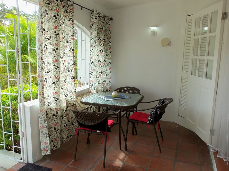 Enclosed front patio area with table and chairs (great for outdoor breakfasts or evening drinks).