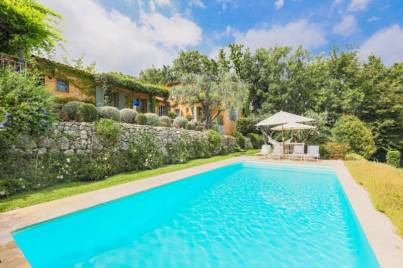 CHATEAUNEUF BELLEVUE VI4062 by RIVIERA HOLIDAY HOM, holiday rental in Opio