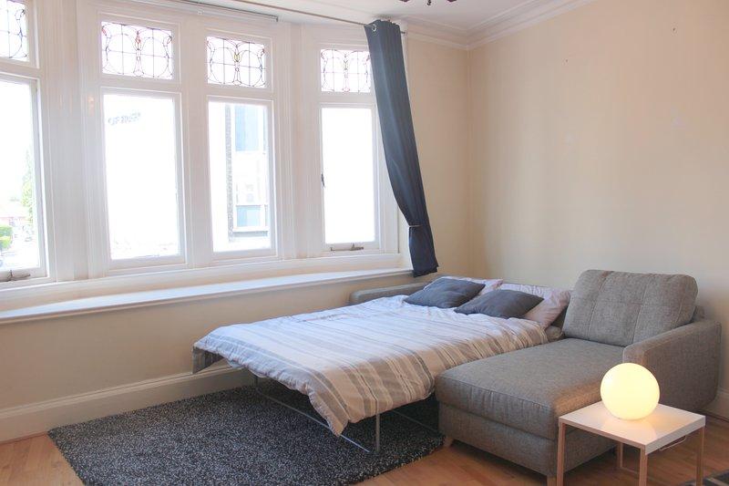Main Street Corner Great 1bedroom Flat - Richmond, vacation rental in Isleworth