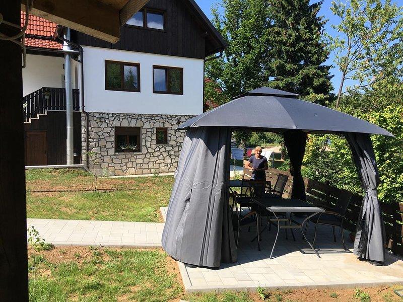 Jezerce Apartment Sleeps 4 with Air Con - 5810501, alquiler de vacaciones en Jezerce