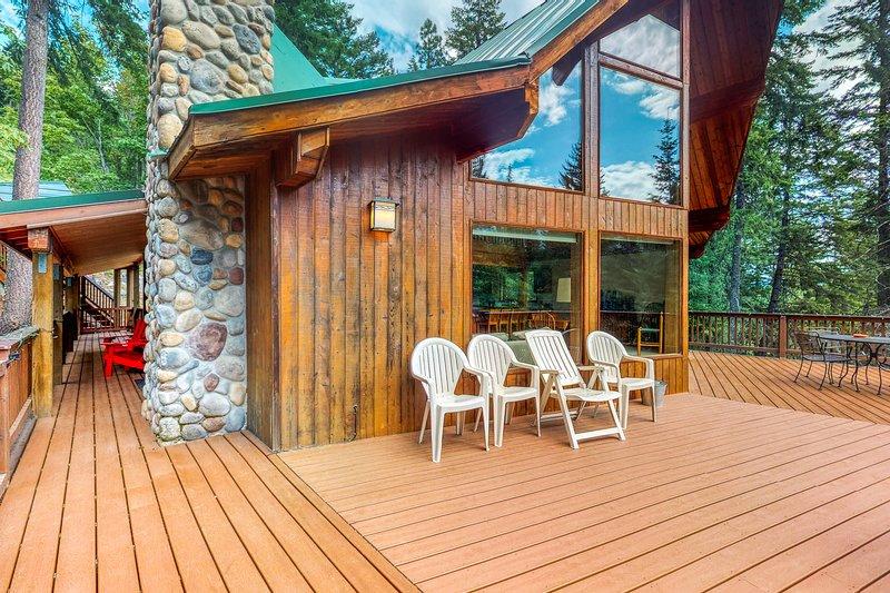 Stunning, dog-friendly lodge with private hot tub!, aluguéis de temporada em Coles Corner