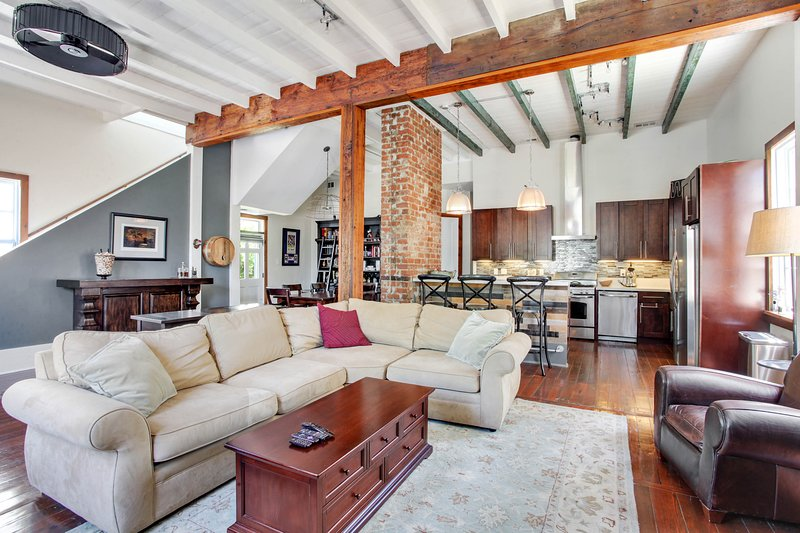 Charming home w/ an outdoor dining area - near Magazine Street, holiday rental in Lafitte