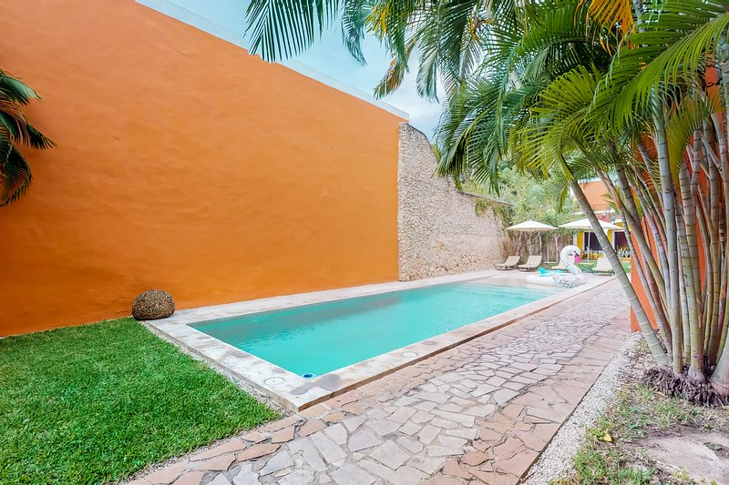 Couple's Villa located in the heart of Merida w/ shared pools and garden, vacation rental in Merida