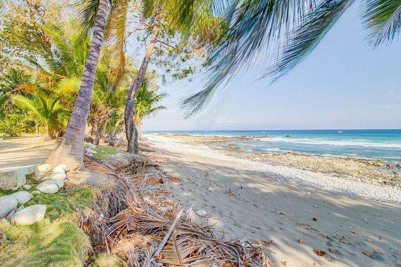 Romantic, treetop getaway w/ hammocks, jungle, & beach views, alquiler de vacaciones en Cabo Matapalo