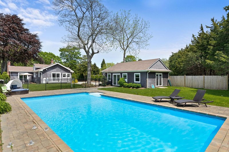 Beautiful Water Mill home with large fenced backyard, pool and dog-friendly too!, vacation rental in Water Mill