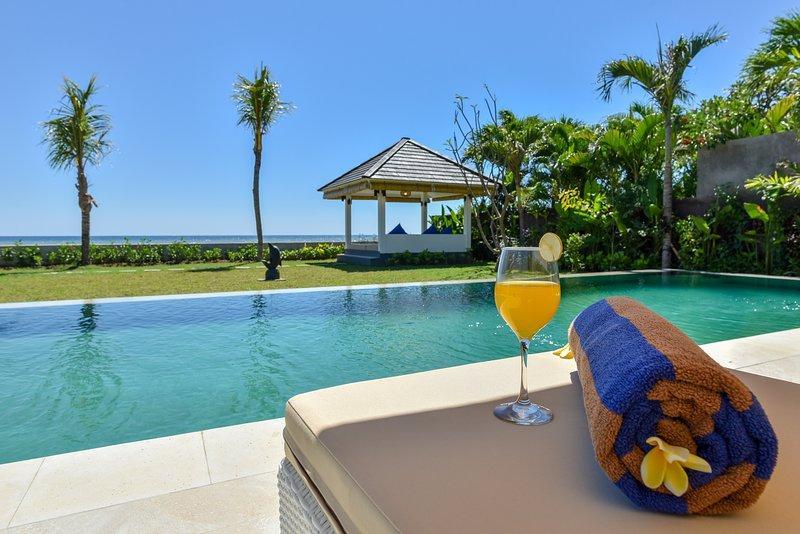 Villa Saneva - New Brand Beachfront Villa, Ferienwohnung in Umeanyar