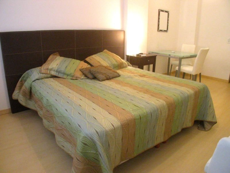 A138 Vacation Rental Modern Studio in a building with 24hs security in the Heart, vacation rental in Berazategui